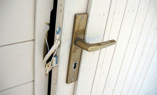 Kutsumattomien vieraiden tuloa mökille tai kotiin voi itsekin edistää.