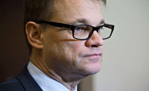 Juha Sipilä nostaa esiin tuoreen Helsingin Asema-aukion pahoinpitelyn jälkeisen kuolemantapauksen sekä aikaisemman Kajaanin Otanmäen tapauksen.