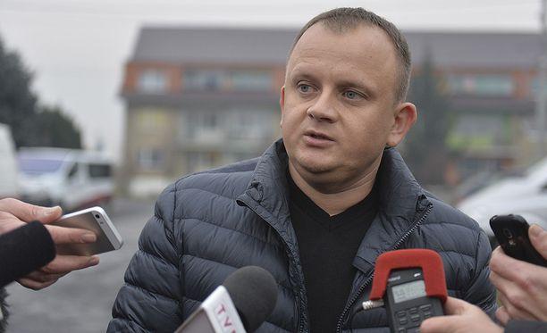 Rekan omistaja, puolalainen Ariel Zurawski kertoo, että hänen surmansa saanutta kuljettajaansa oli ampumisen lisäksi puukotettu.