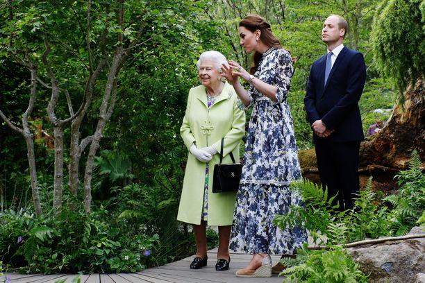 Kuningatar Elisabet II on jo 93-vuotias. Korkeasta iästään huolimatta hallitsija on edelleen hyvässä kunnossa.