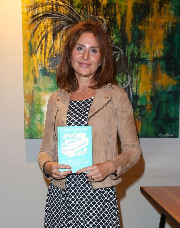 Maria Borelius uurasti neljä vuotta hiljaisen tulehduksen parissa ja teki löydöksistään kirjan.