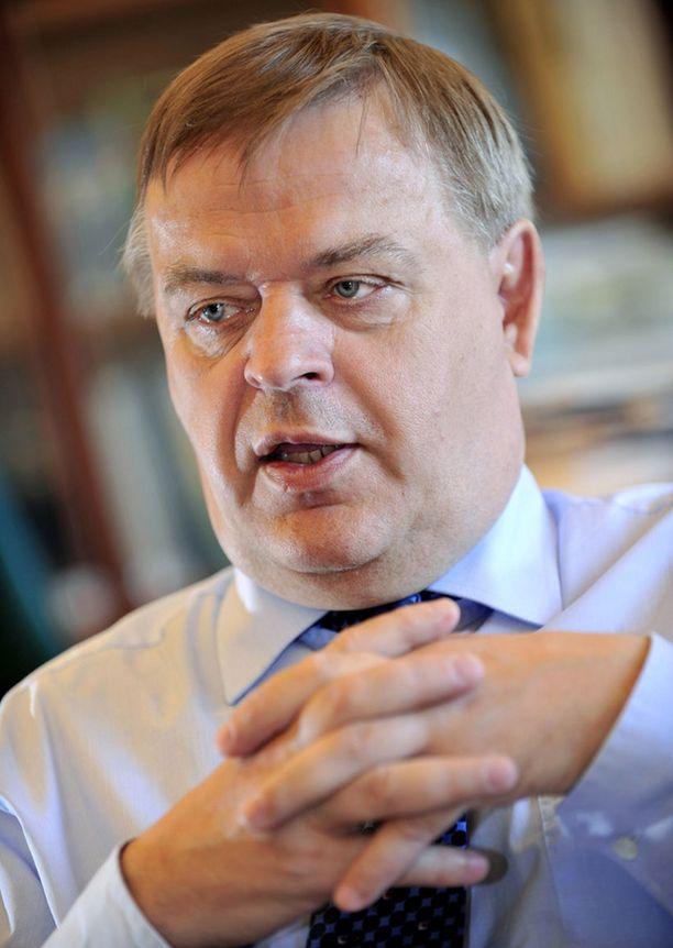 Valtiosihteeri Raimo Sailas uskoo, että lähivuosina joudutaan leikkaamaan vielä rajusti.