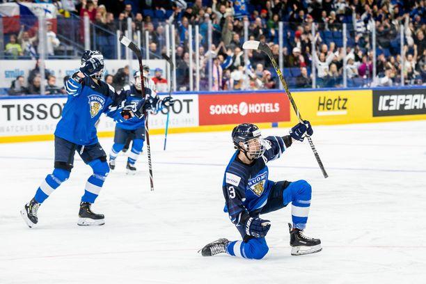 Michelle Karvinen (tehot 1+2) huudatti Espoon Metro-areenaa, jossa oli 3 290 katsojaa.