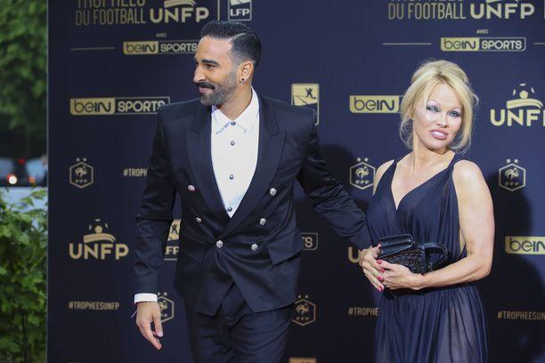 Adil Rami ja ja Pamela Anderson lähtivät eri teille.