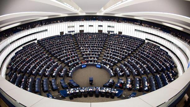Ranskan Strasbourgissa kokoontuva Euroopan parlamentti äänesti torstaina kellojen siirtelystä.