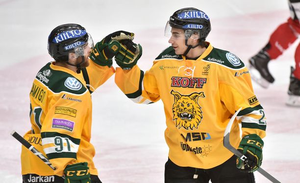 Olli Vainio ja Juho Liuksiala kurittivat Tapparaa.