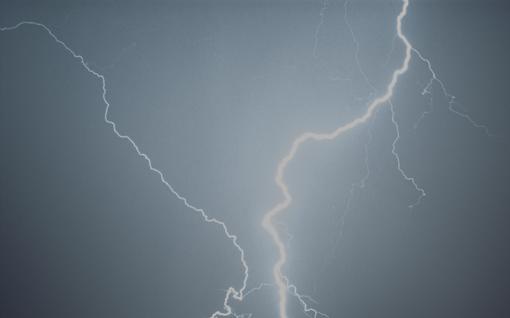 Ukkosmyräkät iskivät yöllä Helsinkiin – sade- ja ukkoskuurot valtaavat Suomen maanantaina