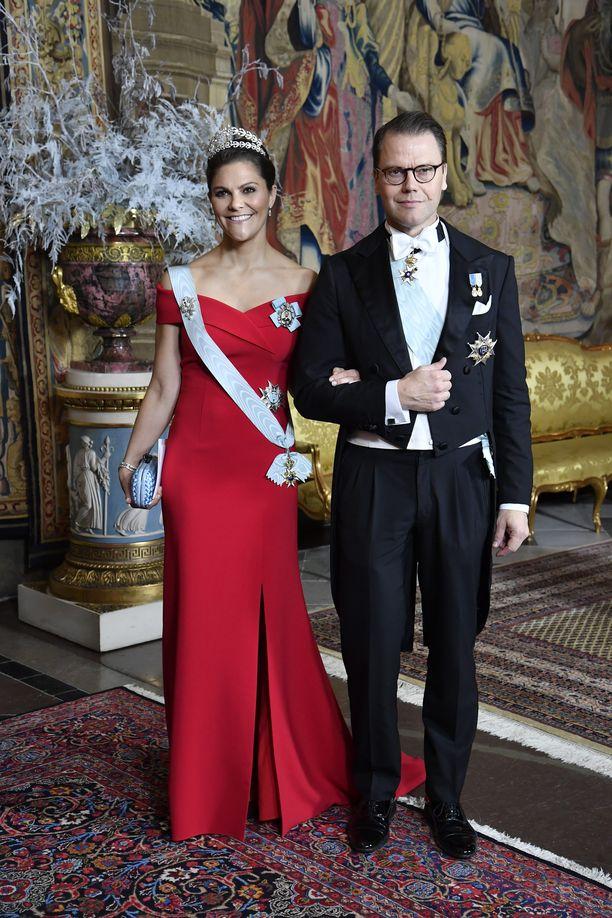 Victoria ja Daniel ovat komea pari. Pariskunnalla on kaksi lasta, Estelle ja Oscar.