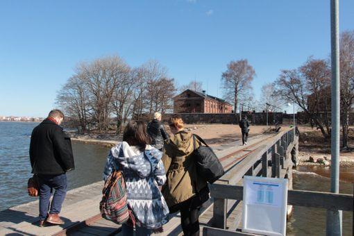Lonnan-retkeen voi yhdistää myös vierailut Vallisaaressa ja Suomenlinnassa.