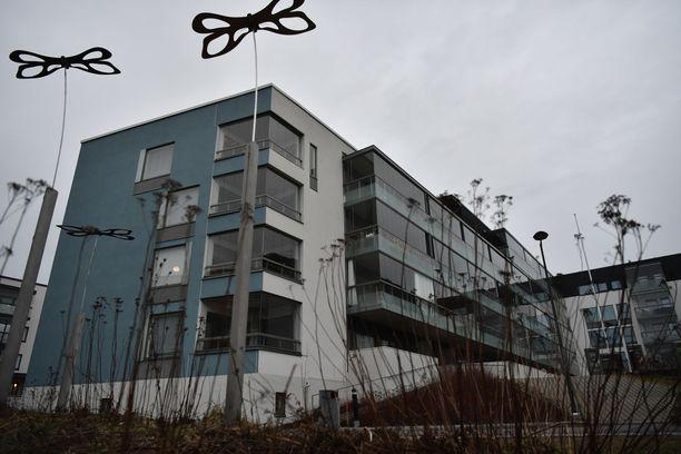 Poliisi tutkii Espoon Suurpellossa tapahtunutta epäiltyä henkirikosta.