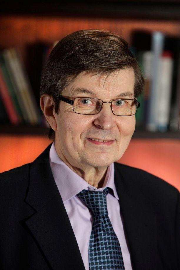 Emeritusprofessori Pauli Juuti on seurannut tarkkaan Ylen viime viikon tapahtumia.