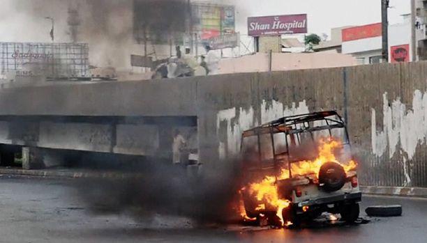 Väkivalta, huumeet ja itsemurhapommittajat kuuluvat Karachin arkeen.