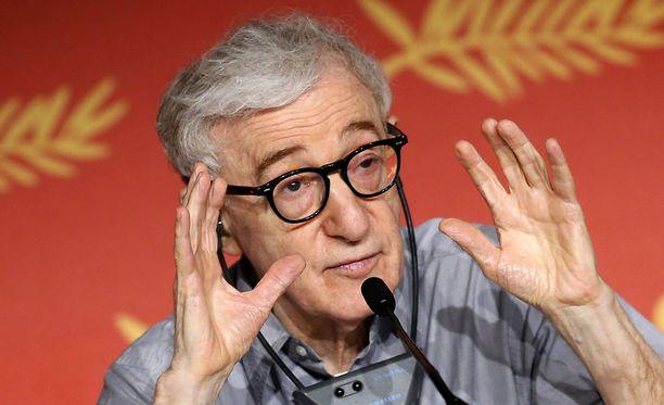 Ohjaaja-näyttelijä Woody Allen on kiistänyt häntä kohtaan esitetyt syytökset.