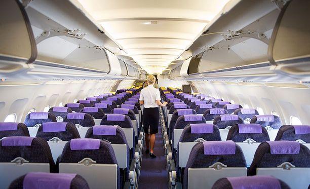 Lentoemännän työ alkaa jo ennen kuin matkustajat saapuvat koneeseen.