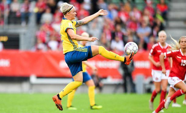 Ruotsin keskikenttätähteä Nilla Fischeriä harmittaa Fifan eriarvoistavat palkintokäytännöt.