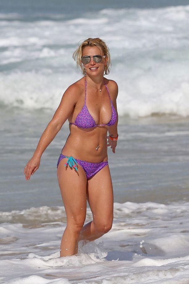 Britney hehkui liiloissa bikineissään.