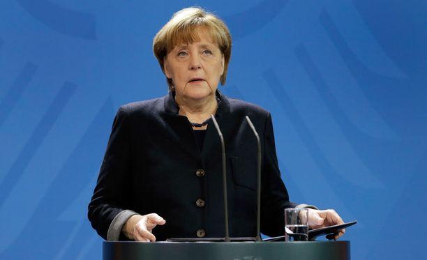 Angela Merkel aikoo itse vierailla myöhemmin tänään iskun tapahtumapaikalla.