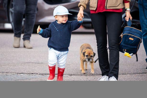 Prinssi Gabriel osallistui auto-urheilukilpailuun äitinsä kanssa viime vuonna.