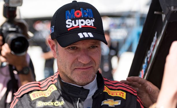 Rubens Barrichellolta poistettiin kaulasta kasvain.