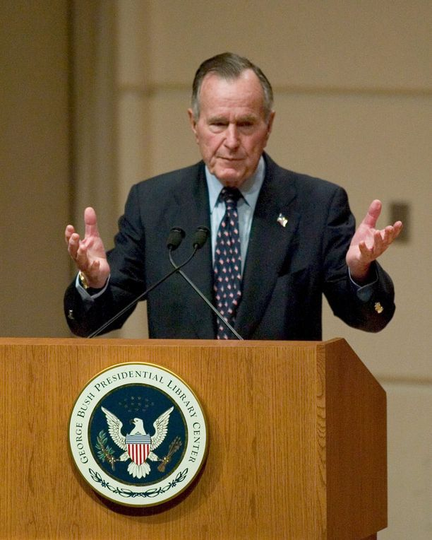 Presidentti George H. W. Bush vuonna 2005.