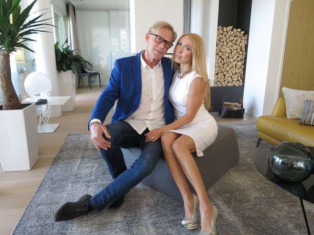 Toivo Sukari ja Nadja Eerola menivät kesällä kihloihin.