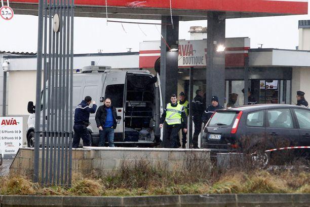 Poliisi tutki puoliltapäivin torstaina huoltoasemaa 80 kilometriä Pariisista koilliseen.