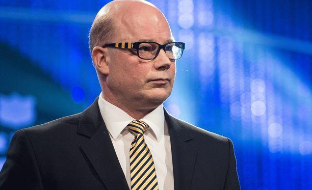 Risto Dufvan silmälasien sangat korostavat omistautuneisuutta Lukolle.