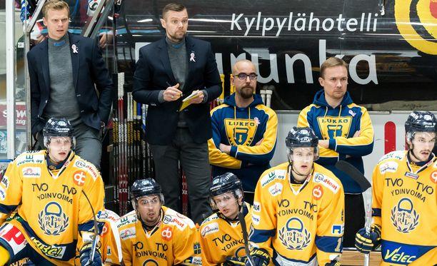 Juha Vuoren Lukko ei pidättele ketään oven takana.