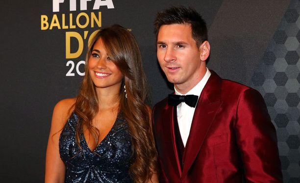 Antonella Roccuzzo ja Lionel Messi viime vuoden gaalassa.