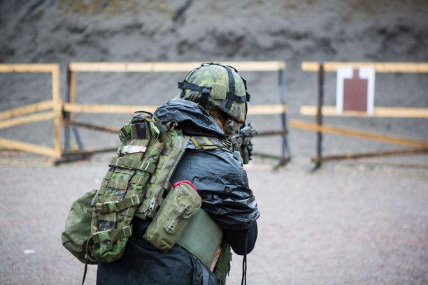 Korona poltti Puolustusvoimien kriisinhallintaoperaatioiden henkilöstön palvelusvapaat.