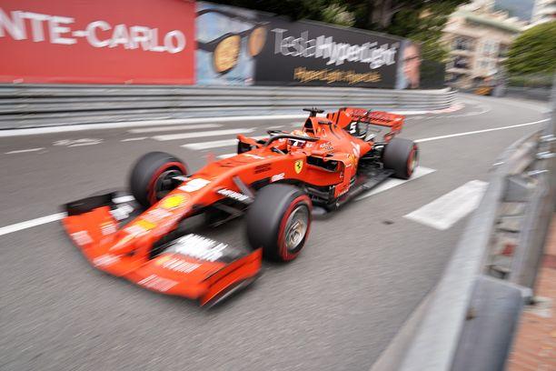 Sebastian Vettel rikkoi autonsa lauantain viimeistelyharjoituksessa.