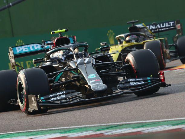 Valtteri Bottas starttasi Imolan osakilpailuun paalulta.