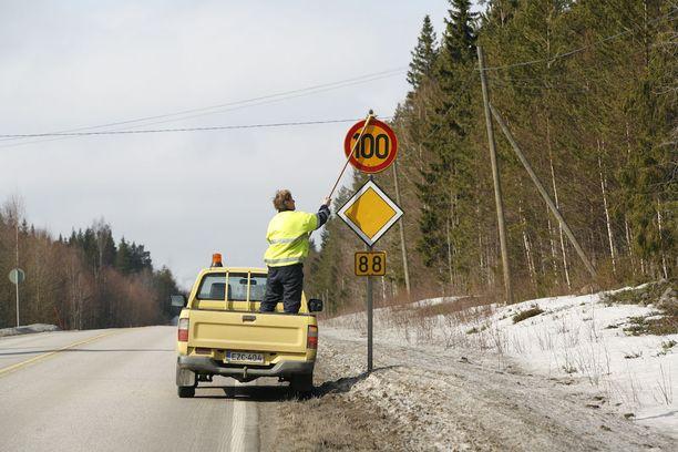 Torstain ja perjantain aikana otetaan käyttöön kesänopeudet koko Suomessa.