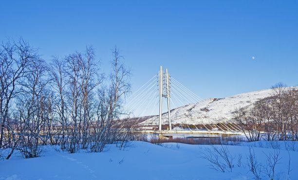 Utsjoella elohopea painui tapaninpäivän lopulla lukemiin –41,1. Kuvassa Utsjoella sijaitseva Suomen ja Norjan välinen Saamen silta.