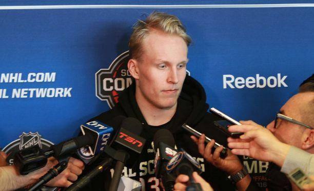 Lehdistö on piirittänyt Patrik Lainetta sekä Buffalon combine-tilaisuudessa että San Josessa.