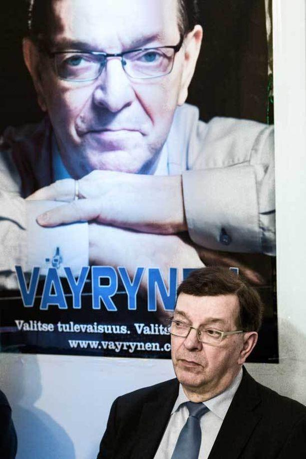 Paavo Väyrynen oli hävityn puheenjohtajavaalin jälkeen hiljainen mies.