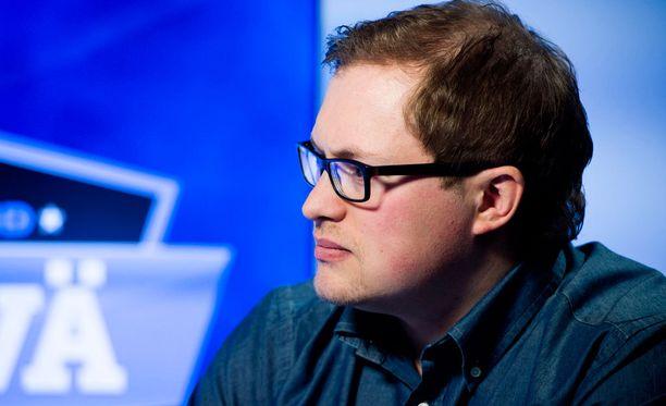 Antti Mäkinen elää tunteella mukana otteluissa.
