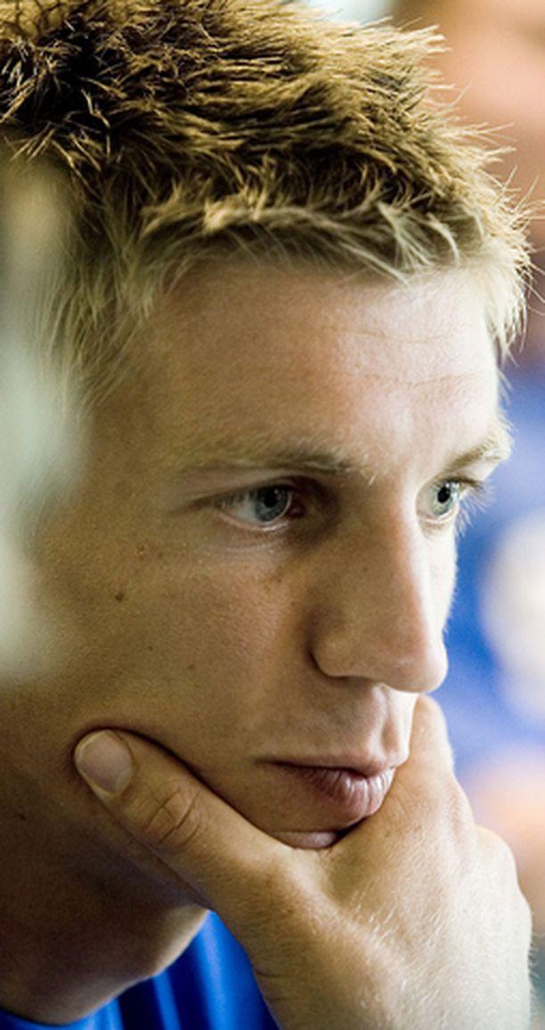 Jarkko Nieminen joutuu sairastuvalle.