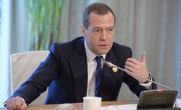 Venäjän pääministeri Dmitri Medvedev antoi määräyksen joka kymmenennen virkamiehen irtisanomisesta.