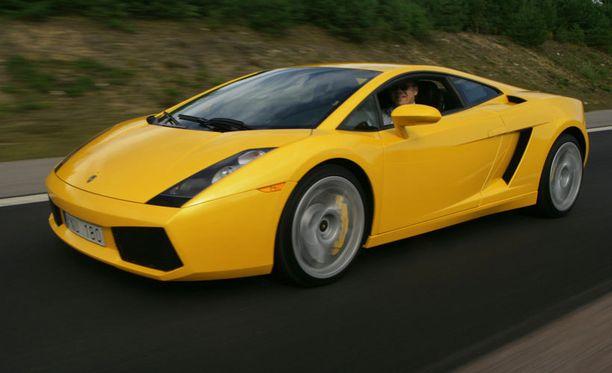 Oliver Ekman-Larsson osti isälleen Lamborghinin. Ei se väärin ole. Kyseessä ei ollut kuvan auto.