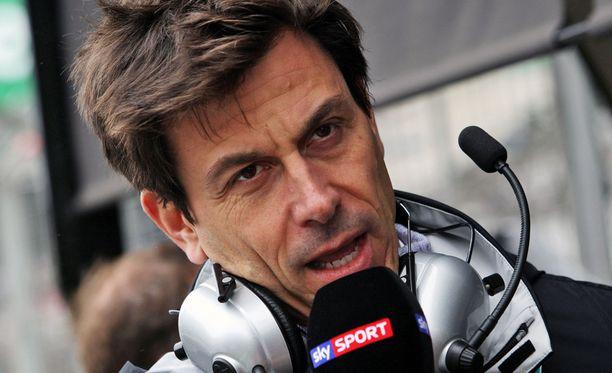 Toto Wolff vakuuttaa, että Mercedes ei halua rikkoa kuskien sopimuksia muiden tallien kanssa.