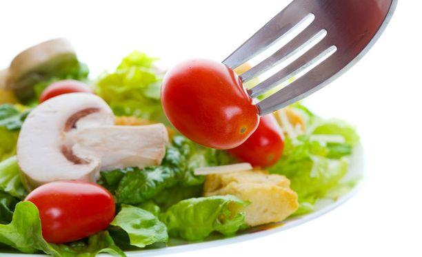 Kasvisruoka maistuu lihansyöjällekin, kun uskaltaa kokeilla rohkeasti uusia makuja.