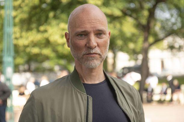 Elokuvaohjaaja Aku Louhimies astui lavalle Porissa Suomi-areenan keskustelutilaisuudessa keskiviikkoaamuna.