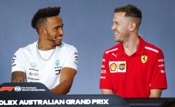 Lewis Hamilton ja Sebastian Vettel vitsailivat toisilleen viime viikonloppuna Australiassa.
