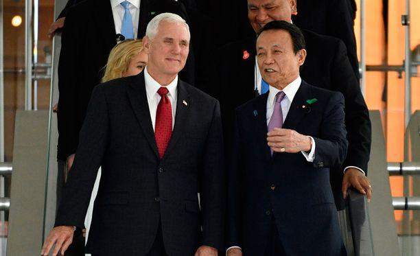 Yhdysvaltain varapresidentti Mike Pence tapasi vierailullaan Japanin varapääministerin Taro Ason.