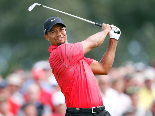 Punamustapeliasu on Tiger Woodsin tavaramerkki.