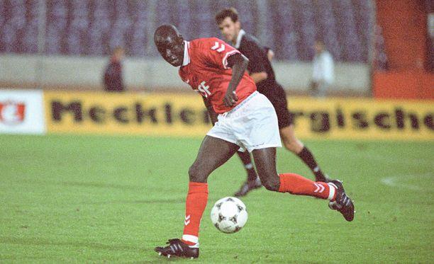 Ali Dian kosketus Englannin Valioliigaan jäi muutaman kymmenen minuutin mittaiseksi. Kuva Lübeckistä vuodelta 1995.
