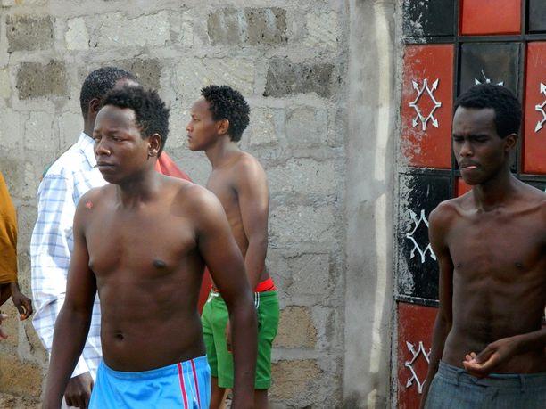 Osa yliopisto-opiskelijoista pääsi pakenemaan alueelta.