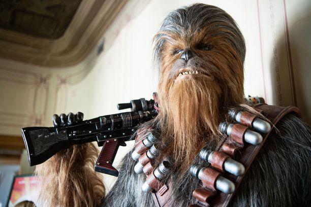 Suotamo nähdään Chewbaccan asussa jo kolmatta kertaa Solo: A Star Wars Story -elokuvassa.