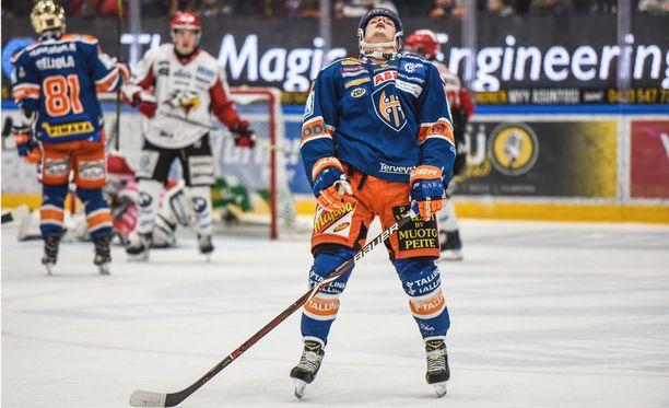 Tapparan Otso Rantakari tuskaili Sport-ottelussa varsinaisella peliajalla, kunnes ratkaisi jatkoajalla.